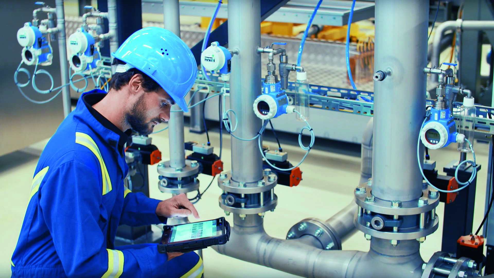 Endress + Hauser is one of the first manufacturers to equip its field devices with mobile communication modules and to connect existing systems to 5G networks via newly developed Hart gateways. (Picture: Endress + Hauser)